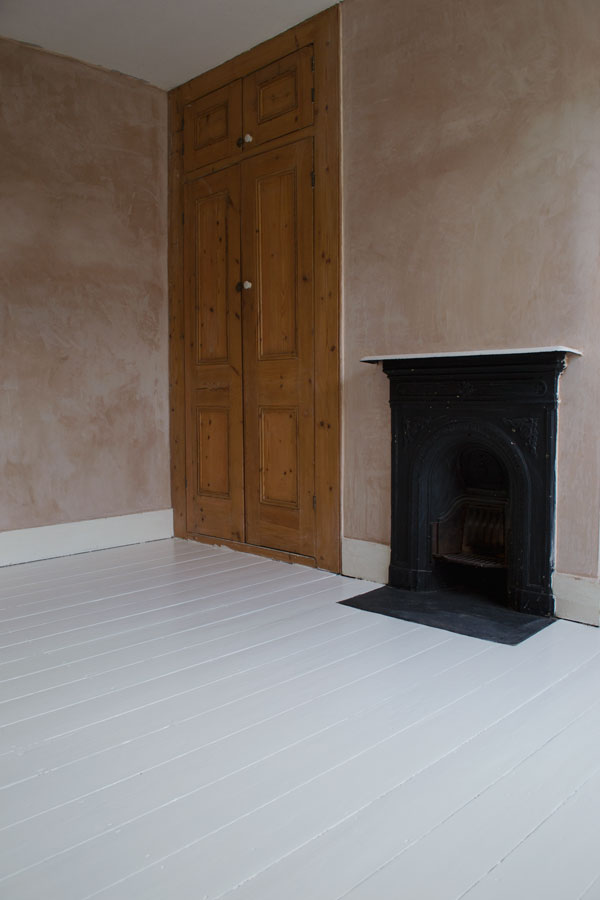 Find out how to paint wooden floors in an Edwardian house.