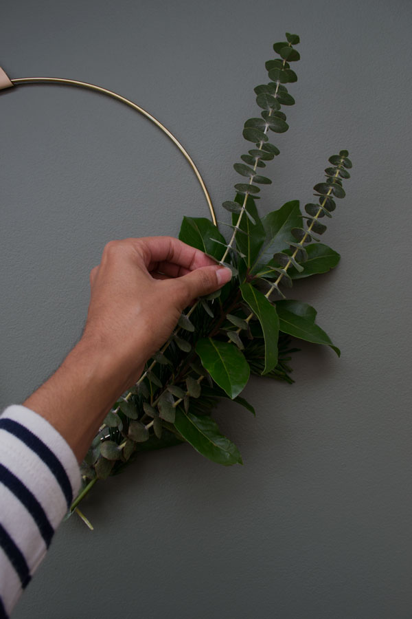 Short of time this festive season? Find out how to make a minimal Christmas wreath using bunches of long lasting greenery.