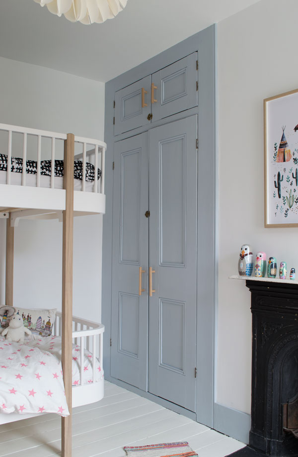 A look at the finished modern Scandi kids bedroom makeover with it's grey-blue colour palette
