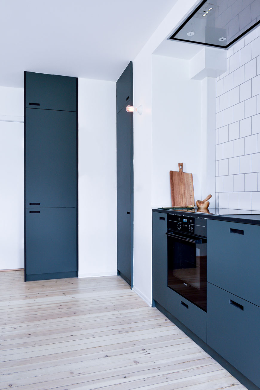 blue kitchen inspiration, minimalist kitchen cupboard handles, blue kitchen ideas, custom kitchen cupboards, flush kitchen handles