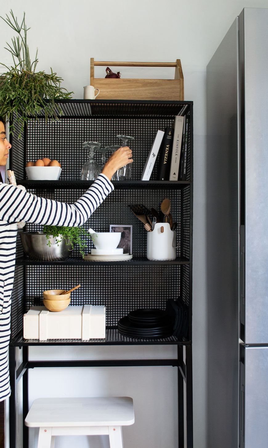How To Style Wire Shelves In Your Kitchen and 15 Everyday Open Shelf ...