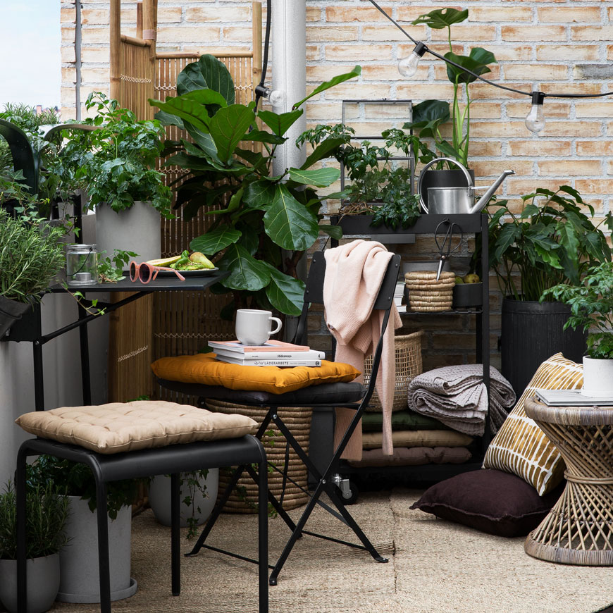 summer garden inspiration, Scandinavian garden style, monochrome garden style, woven baskets, houseplants, plants hangers and pots from Granit