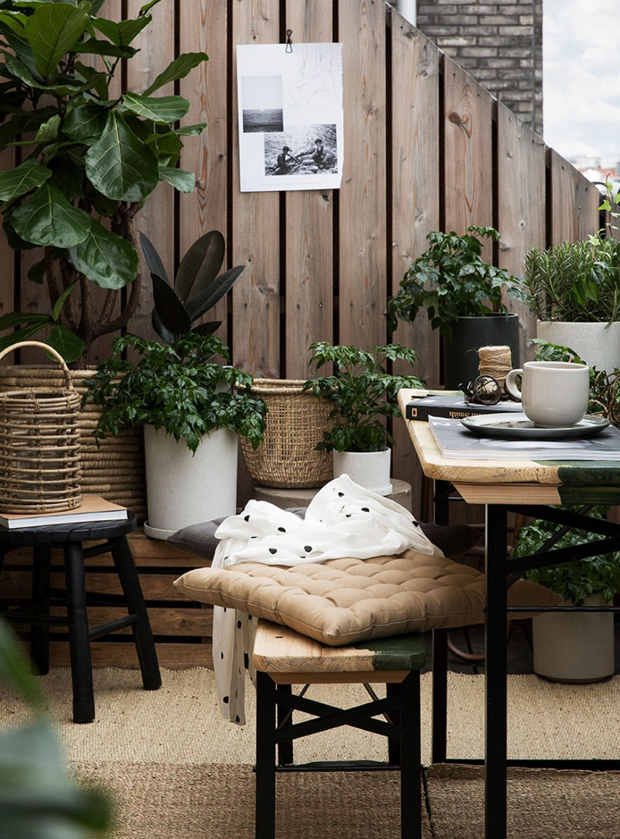 summer garden inspiration, Scandinavian garden style, monochrome garden style, woven baskets, plants hangers and pots from Granit