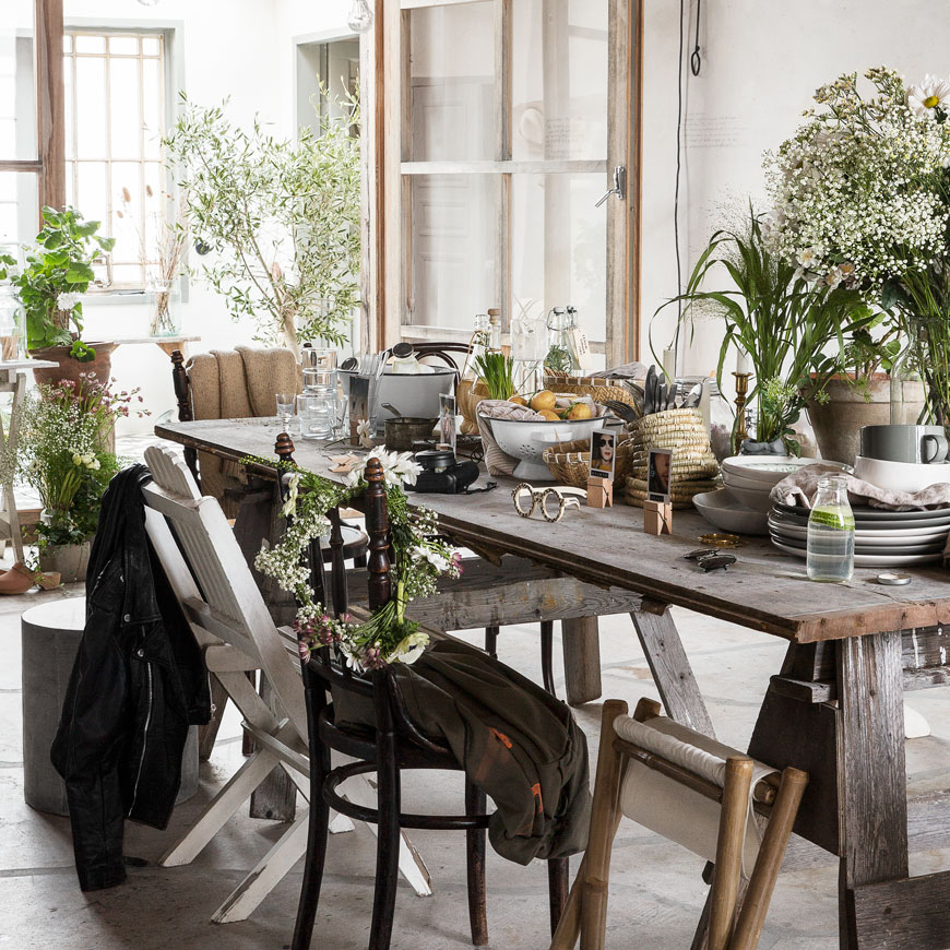 summer garden inspiration, Scandinavian garden style, Midsummer table styling, monochrome garden style, woven baskets, plants hangers and pots from Granit