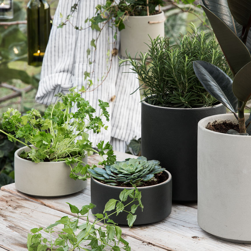 summer garden inspiration, Scandinavian garden style, monochrome garden style, plants hangers and pots from Granit