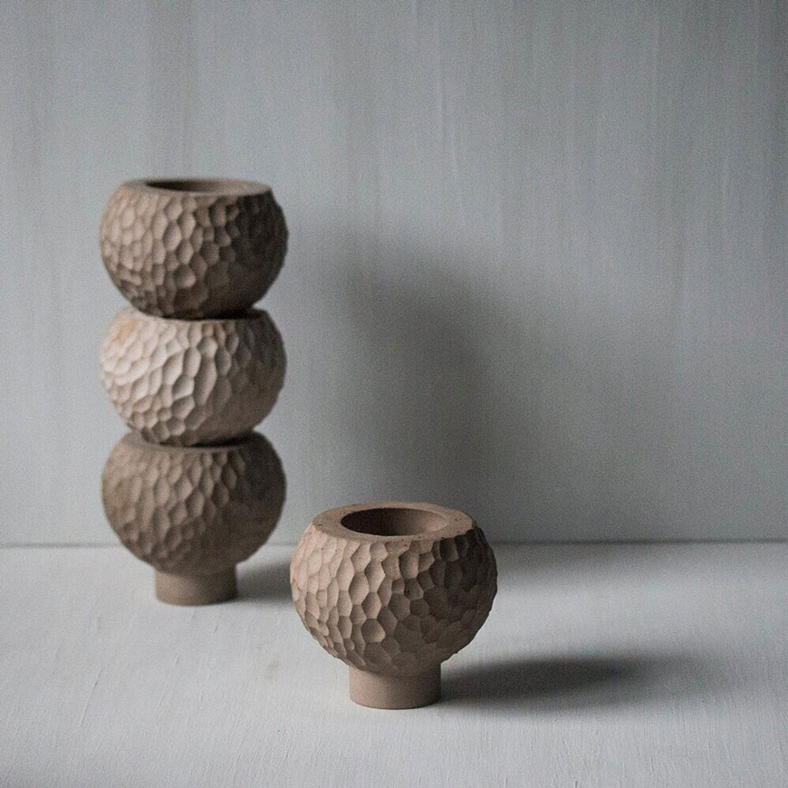 Inspired by the texture of mushrooms, this stack of neat little mushroom pots has been created by artist Laurie Poast.